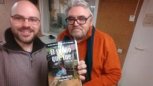 """Pau Navarro i Josep Mª Pijuan amb un exemplar de """"El sueño que fue"""""""